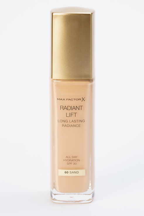 Тональная основа Radiant Lift Long Lasting Radiance Sand, тон 60