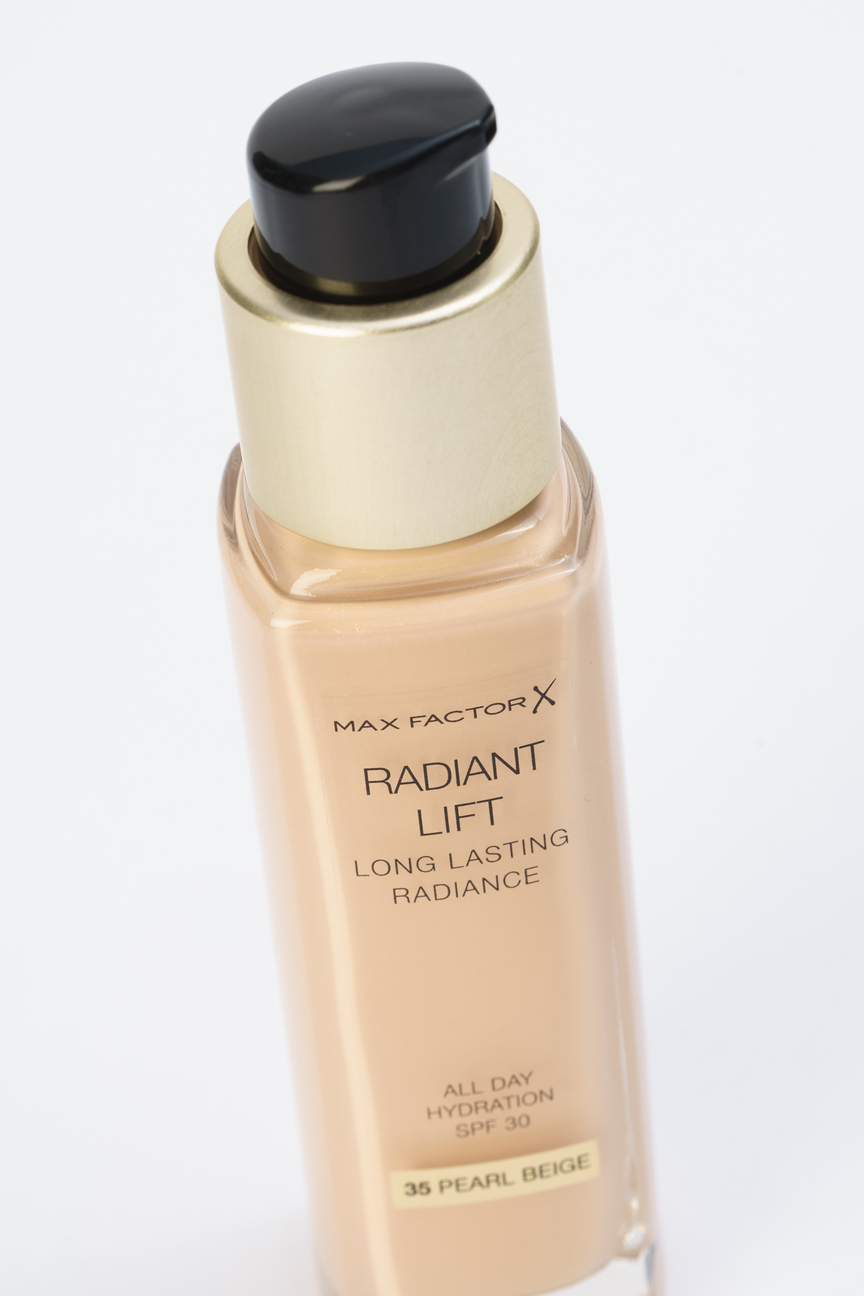 Тональная основа Radiant Lift Long Lasting Radiance Pearl beige, 35 тон Max Factor Цвет: Бежевый